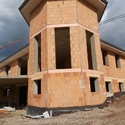 Villa mit Einliegerwohnung in Italien