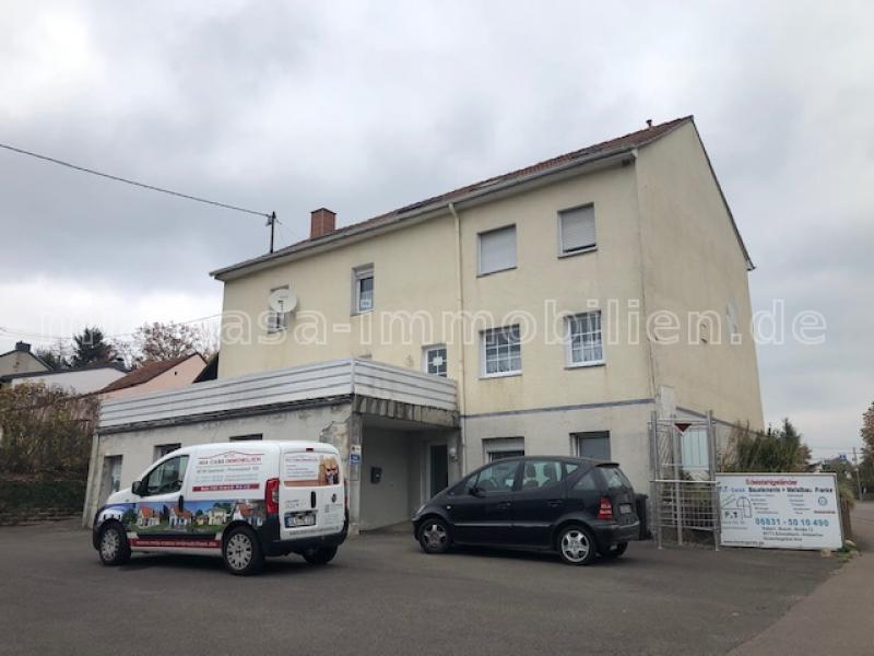 Vier Familienhaus mit Ladenlokal in Schwalbach